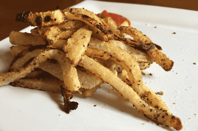 Healthy french fries. Jicama fries are such an amazing low calorie, low fat, healthy alternative to typical french fries #healthyrecipes #glutenfree #vegan